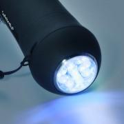 LED Leuchte im Griff eines Regenschirms