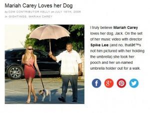 Carey wird mit einem Regenschirm vor der Sonne geschützt