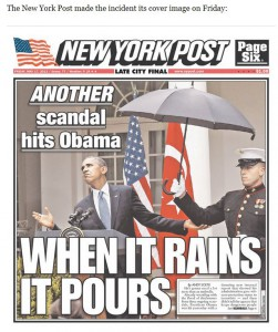 Regenschirm über Obama gehalten von einem Marine
