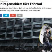 radfahrende Person mit Regenschirm