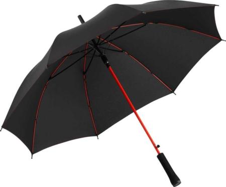 schwarzer Fare Regenschirm mit rotem Stock