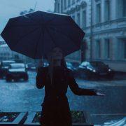 Regenschirm im Schietwetter