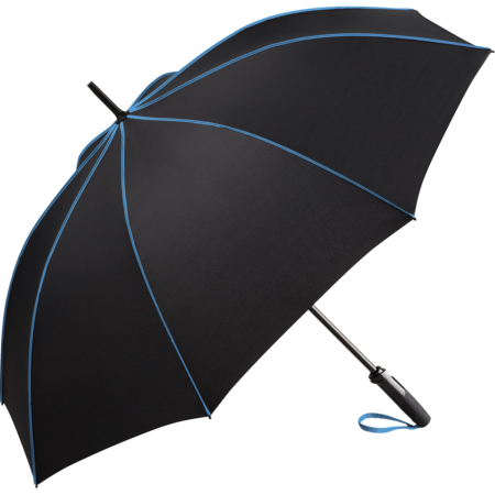 schwarzer Stockschirm mit Stahlstock und blauer Griffschlaufe
