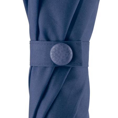 Schließband mit Druckknopf eines blauen Regenschirms