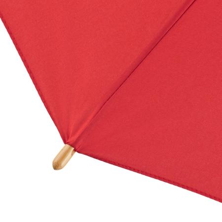 Detailaufnahme der Bambus-Spitzen eines roten Schirms