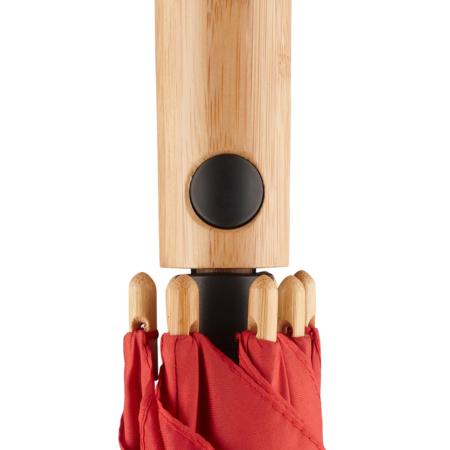 ein gerader Bambusgriff mit schwarzer Auslösetaste