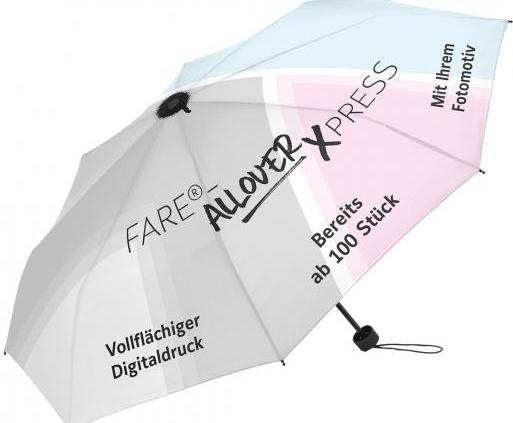 Ein Regenschirm von FARE mit Allover Xpress
